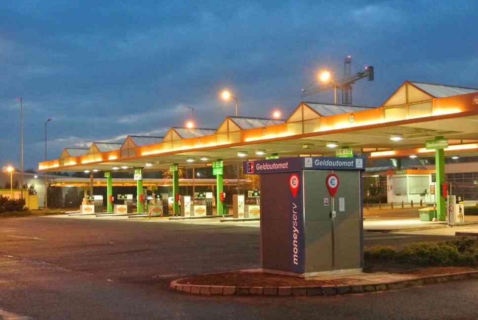 Bankenunabhängiger Geldautomat vor Globus-Tankstelle in Zweibrücken